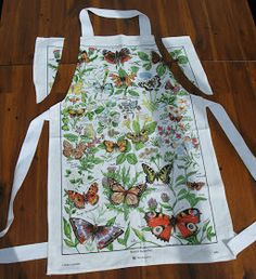 I made an apron out of a tea towel and two metres of tape. Just cut off the two top corners, fold over the edge twice and stitch in pl. Easy Sewing Projects, Sewing Hacks, Sewing Crafts, Sewing Tutorials, Sewing Tips, Sewing Men, Towel Apron, Aprons Vintage, Retro Apron