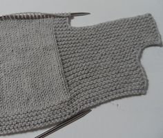 Ravelry: safran's little frog You are in the right place about crochet projects Here we offer you the most beautiful pictures about the crochet projects. Knitting Blogs, Knitting For Kids, Baby Knitting Patterns, Knitting Socks, Knitted Hats, Crochet Pattern Free, Knit Crochet, Ravelry, Crochet Braid Styles