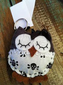 As corujas estão cada vez mais em alta, agora elas estão ainda mais fofas!!!   Fiz estes chaveiros me inspirando no molde da Mila , mude...