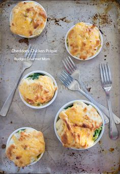 Cheddary Chicken Potpie www.budgetgourmetmom.com #spon #cansgetyoucooking