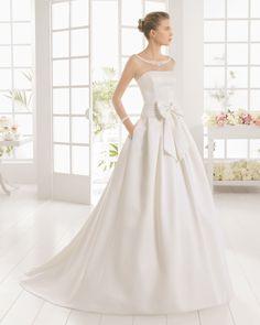 Vestido de noiva de piqué e tule com brilhantes. Coleção 2016 Aire Barcelona noiva