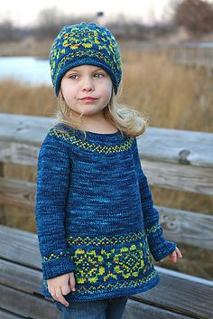 i would switch the contrast and main colors for the hat. Knitting For Kids, Crochet For Kids, Knitting Projects, Baby Knitting, Crochet Baby, Knit Crochet, Knitting Patterns, Crochet Patterns, Quoi Porter