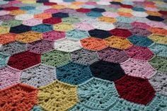 Fun and happy colours accentuate the fabulous hexagon pattern in this blanket that I saved up as something to look forward to at the weekend. Crochet chart available.
