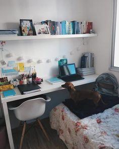 Escrivaninha branca: 60 modelos para decorar seu escritório com classe Small Bedroom Hacks, Room Ideas Bedroom, Bedroom Decor, Home Office Design, Home Office Decor, Home Decor, Tumblr Bedroom, Study Room Decor, Aesthetic Rooms