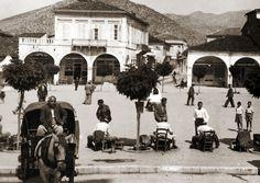 Πλατεία Αγ Βασιλείου 1930. Greece Pictures, Old Pictures, 1930, Greek History, Street View, Memories, Memoirs, Antique Photos, Souvenirs
