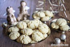 Eplekake i langpanne med vaniljekrem   Det søte liv Stuffed Mushrooms, Cookies, Vegetables, Desserts, Recipes, Food, Stuff Mushrooms, Crack Crackers, Tailgate Desserts