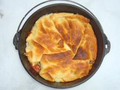 Pizza Casserole made in a Dutch Oven. It is yummy comfort food you make when you need a special treat or when you have guests over :P(Baking Oven Recipes) Dutch Oven Pizza, Dutch Oven Camping, Dutch Ovens, Pizza Casserole, Casserole Recipes, Dutch Oven Recipes, Cooking Recipes, Oven Cooking, Great Recipes