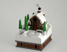 A cabin (or cottage) in the woods is the perfect escape for a little rest and relaxation. For a Minifig getaway try visiting Patrick Biggs' or Shaun Jordan's cabin. SoccerSocks' c… Lego Winter Village, Lego Minifigure Display, Lego Decorations, Lego Kits, Lego Juniors, Micro Lego, Lego Activities, Lego Craft, Lego Construction