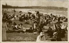 Photographic postcard of well-clothed beachgoers titled 'The Crowd, Manly', c ANMM Collection Old Pictures, Old Photos, Vintage Photos, The Rocks Sydney, Avalon Beach, Bronte Beach, Manly Beach, Australian Continent, Maritime Museum