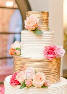 Pink Wedding Cakes - [tps_header] Having a gorgeous and sweet treat to celebrate your wedding day is one of those quintessential things that most brides and grooms are excited about. Check out our best wedding cake ideas to get inspiratio. Amazing Wedding Cakes, Unique Wedding Cakes, Wedding Cake Designs, Unique Weddings, White And Gold Wedding Cake, Wedding Yellow, Cake Wedding, Trendy Wedding, Buttercream Wedding Cake