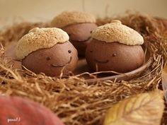 Awww - Acorn bread-chan (どんぐりちゃんパン) ^W^ Japanese Bread, Japanese Sweets, Japanese Site, Cute Buns, Sweet Buns, Cute Food, Good Food, Kawaii Cooking, Kawaii Bento