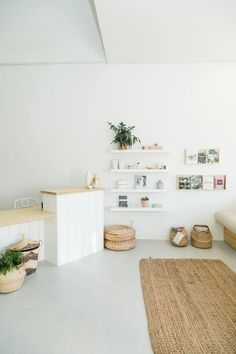 A Soothing, Self-Care Focused Nail Salon in San Diego – Design Milk Source by designmilk Nail Salon Design, Home Nail Salon, Nail Salon Decor, Beauty Salon Decor, Beauty Salon Interior, Beauty Nail Salon, Spa Interior Design, Studio Interior, Modern Interior