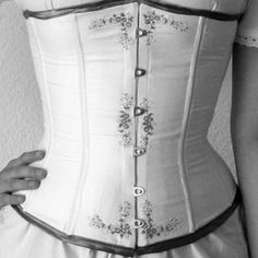 FREE Victorian Semi-Bust Corset Sewing Pattern and Tutorial