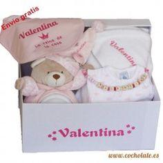 Si buscas comprar canastilla de bebé, mira esta opción de canastilla personalizada. Teddy Bear, Toys, Animals, Gift Shops, Newborn Baby Gifts, Layette, Personalized Gifts, Baskets, Activity Toys