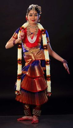 Bengali Bridal Makeup, Indian Bridal Sarees, Indian Beauty Saree, Isadora Duncan, Indian Photography, Dance Photography, Photography Couples, Kathak Costume, Indian Classical Dance