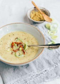 Heerlijk en makkelijk recept voor Groninger mosterdsoep met spek. Met een handvol ingrediënten zet je deze soep op tafel.