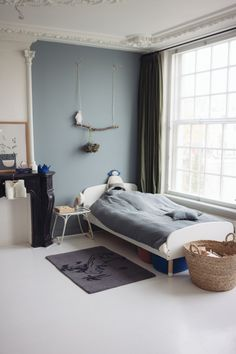 Kid's bedroom with a lovely muted colour blocked wall sannehop-interior-loismoreno-amsterdam Kids Bedroom, Bedroom Decor, Kids Rooms, Boy Rooms, Bedroom Themes, Bedroom Lighting, Nursery Decor, Rooms Decoration, Modern Teen Bedrooms