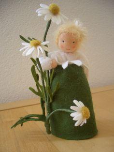 Jahreszeitentisch - Kamille Kind Blumenkind - ein Designerstück von heckenfee13 bei DaWanda