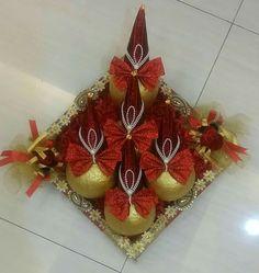 Thali Decoration Ideas, Fruit Decorations, Engagement Decorations, Wedding Decorations, Coconut Decoration, Indian Rangoli Designs, Wedding Gift Baskets, Diwali Craft, Wedding Altars
