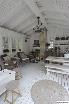 kesäkeittiö,kesäsisustus House Design, Summer House Interiors, Cottage Decor, Home Decor, Forest Cottage, Modern Kitchen Design, Home And Living, Interior Design Bedroom, Rustic House