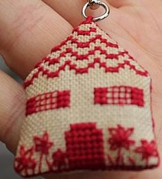 Cute house key holder pattern. Plus three more house patterns.
