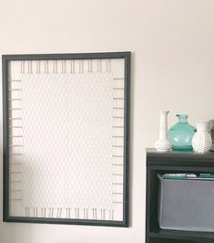 Organization idea with farmhouse style. This chicken wire frame diy memo board will keep photos, invitations and other small bits right at your finger tips! 2