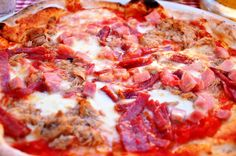 pizza - o colecție de rețete tradiționale italiene Mallorca Bread, Bread Recipes, Diet Recipes, Pizza T, Thin Mints, Gluten Free Diet, Hawaiian Pizza, Bologna, Diy Food
