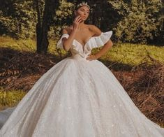 Image about fashion in royal wedding by H. Fancy Wedding Dresses, Stunning Wedding Dresses, Wedding Dress Sleeves, Bridal Dresses, Bridesmaid Dresses, Ball Dresses, Ball Gowns, Wedding News, Marie