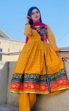 Beautiful Pakistani Dresses, Pakistani Dresses Online, Pakistani Dresses Casual, Pakistani Dress Design, Pakistani Bridal, Girls Dresses Sewing, Stylish Dresses For Girls, Casual Summer Dresses, Simple Dresses