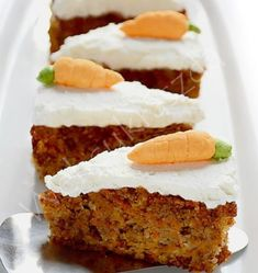 Moist Carrot Cake with cream cheese frosting that is actually good for you - diabetic friendly, no added sugar, flourless and low in carbohydrates Sweet Potato Waffles, Sweet Potato Hash, Potato Bread, Diabetic Cake, Diabetic Recipes, Diet Recipes, Diabetic Friendly Desserts, Pre Diabetic, Diabetic Foods