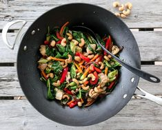 KYLLINGWOK MED CASHEWNØTTER | TRINES MATBLOGG Kung Pao Chicken, Pasta Salad, Ethnic Recipes, Food, Spinach, Crab Pasta Salad, Essen, Meals, Yemek