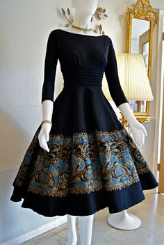 Indian Gowns Dresses, Indian Fashion Dresses, Dress Indian Style, Indian Designer Outfits, Girls Fashion Clothes, Fashion Outfits, Stylish Dresses For Girls, Stylish Dress Designs, Cute Dresses