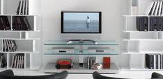 Play skleněná TV polička do obývacího pokoje / TV table Tv Stand Furniture, Tv Cabinets, Modern House Design, Living Room Decor, Glass, Home Decor, Modern Tv, Tv Units, Tv Stands