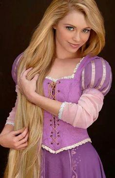 Tangled cosplay~ she's stunning