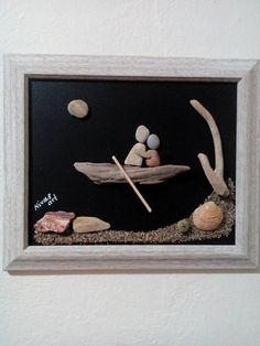 Unique Pebble Art Wall Hanging with Natural от NinasUniqueArt Driftwood Crafts, Seashell Crafts, Beach Crafts, Stone Crafts, Rock Crafts, Hanging Wall Art, Diy Wall Art, Art Pierre, Pebble Art Family