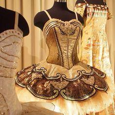 Gold tutu ♥ Wonderful! www.thewonderfulworldofdance.com #ballet #dance