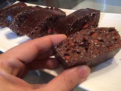 Prima versione. 5 porzioni di snack proteici da mangiare a colazione o prima di un workout. Contengono molte proteine e quindi se avete problemi di digestione usatene con cautela
