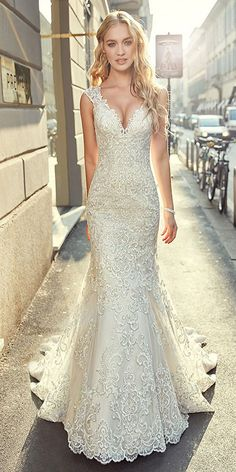 Stunning Tulle V-neck Neckline Mermaid Wedding Dress With Lace Appliques & Beadings