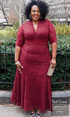 Effortless beauty meets classic style with our Screen Siren Lace Gown. Designed with all-over stretch, this elegant fit and flare evening dress will flatter an Plus Size Gowns Formal, Plus Size Evening Gown, Lace Evening Gowns, Plus Size Dresses, Plus Size Outfits, African Maxi Dresses, Latest African Fashion Dresses, Plus Size Fashion For Women, Plus Size Women