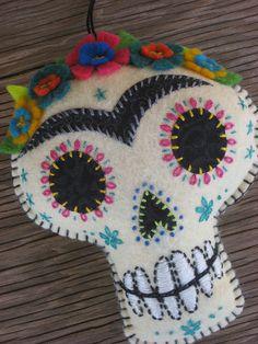 Frida Kahlo Embroidered Felt Sugar Skull / idée à réaliser avec du feutre au mètre de chez tricotin.com