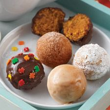 Pumpkin Doughnut Holes - A fun, shareable, BAKED (not fried) breakfast treat.