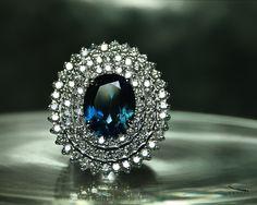 Anel Viena ~ Ricardo Coacci ~ Ring Ouro, Diamantes, Topázio London Blue ~ Gold, Diamonds, Topaz London Blue