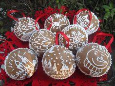 Moje pyszne, łatwe i sprawdzone przepisy :-) : Bombki na choinkę z piernika +FILM Christmas Bulbs, Film, Holiday Decor, Movie, Christmas Light Bulbs, Film Stock, Cinema, Films