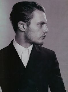 Michael Pitt < my man . Serz, the look-alike just hit me the other day. hothothot