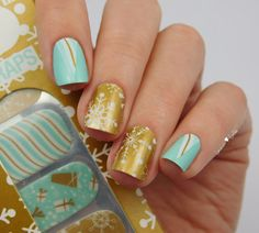 Thumbs Up - Snow Flake Nail Wraps http://lacquer-liefde.blogspot.de/2015/11/thumbs-up-snow-flake-nail-wraps.html