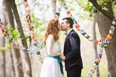 Use recycled paper to make colorful garlands! End Of Winter, Photo Booth Backdrop, Geek Chic, Wedding Locations, Wedding Shoot, Wedding Inspiration, Wedding Ideas, Event Planning, Backdrops