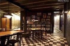 Bar Cèntric Canalla... abierto en 1941 en pleno Raval, su fórmula secreta consiste en una carta de tapas y platillos (ensaladilla, miniburguer, huevo con chanquetes) acompañada de cerveza de barril o un buen vino.