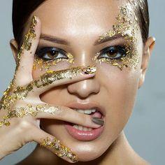 ♡♥ღ .¸¸.•*¨*•ƸӜƷ GoLD GODDESS! ❁❀MC19❁❀ ♡♥ Love My Makeup, Bold Makeup Looks, Makeup Inspo, Makeup Inspiration, Feuille D'or, Runway Makeup, Glitter Lips, Gold Makeup, Color Powder