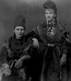 Saami women from Vilhelmina, Sweden. Samiske kvinner fra Vilhelmina. Photo by John Ericsson. Kilde/Source: Västerbotten Museum, Sverige (photo used with permission)