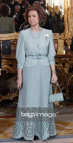 princesse Sophie de Grèce Over 50 Womens Fashion, Fashion Over 40, Fashion Tips For Women, Queen Sophia, Princess Sophia, Spanish Royal Family, Royal Queen, Royal Dresses, Satin Blouses